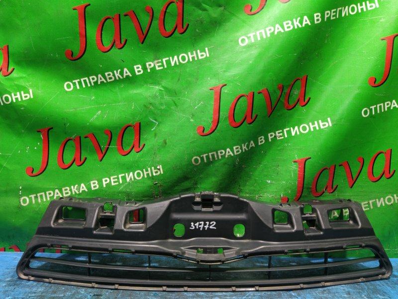 Решетка радиатора Toyota Aqua NHP10 1NZ-FXE 2013 передняя (б/у) 53111-52570. ДЕФЕКТ КРЕПЛЕНИЯ(КРЕПЛЕНИЕ ЕСТЬ)