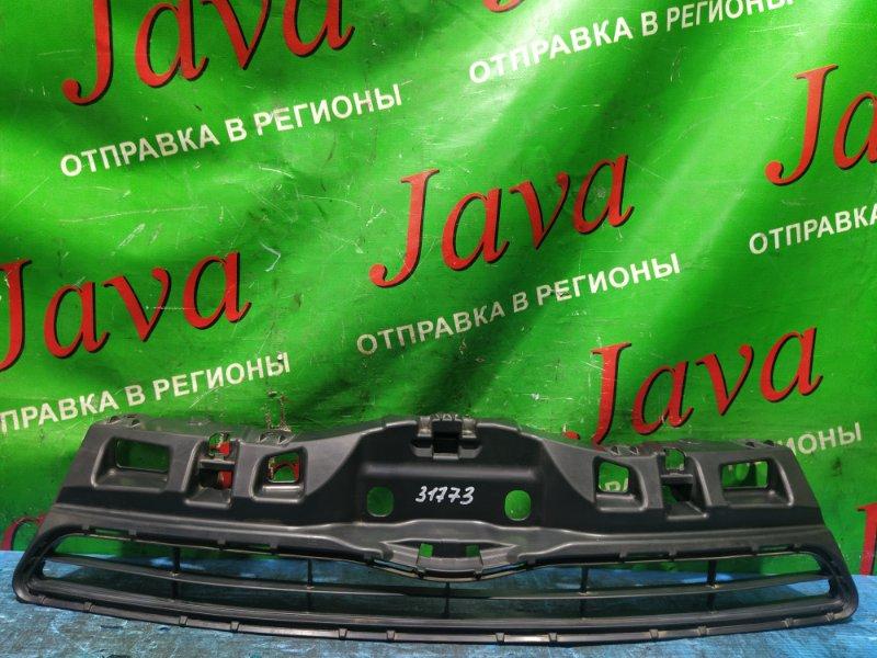 Решетка радиатора Toyota Aqua NHP10 1NZ-FXE 2013 передняя (б/у) 53111-52570