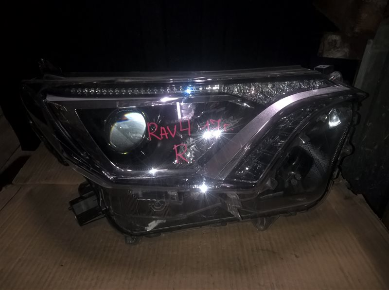 Фара Toyota Rav 4 2017 правая (б/у)