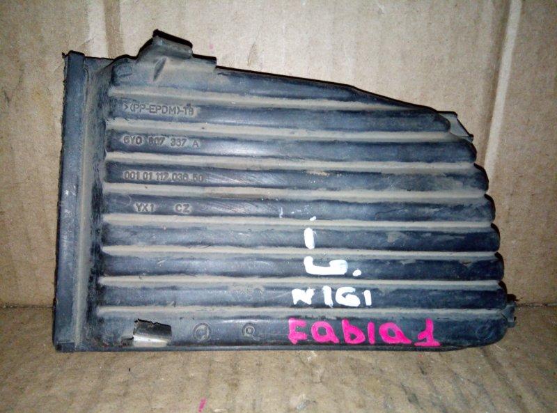 Накладка противотуманной фары Skoda Fabia 1 левая (б/у)