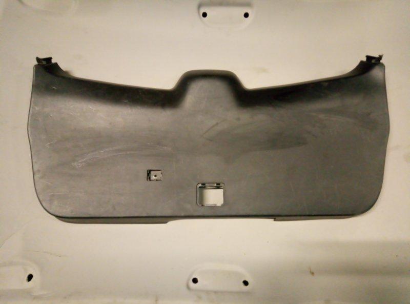 Обшивка крышки багажника Toyota Highlander 2011 (б/у)