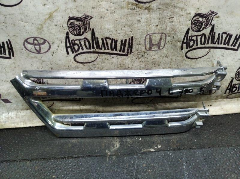 Решетка радиатора Mitsubishi Pajero 4 6G72 2011 левая (б/у)