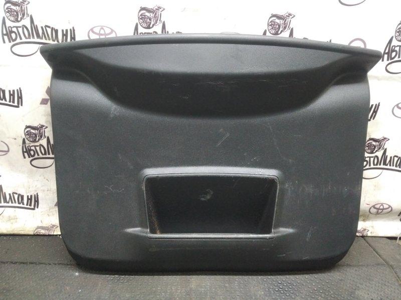 Обшивка крышки багажника Renault Duster F4RB401 2014 (б/у)