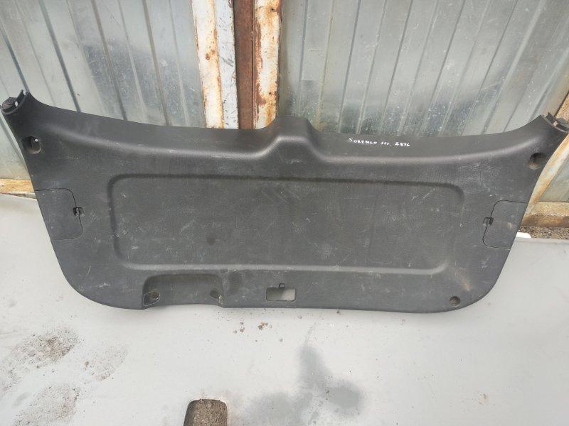 Обшивка крышки багажника Kia Sorento G4KE 2012 (б/у)