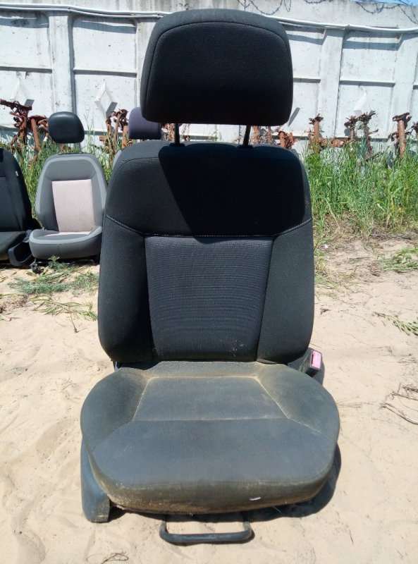 Сиденье Opel Astra H переднее правое (б/у)