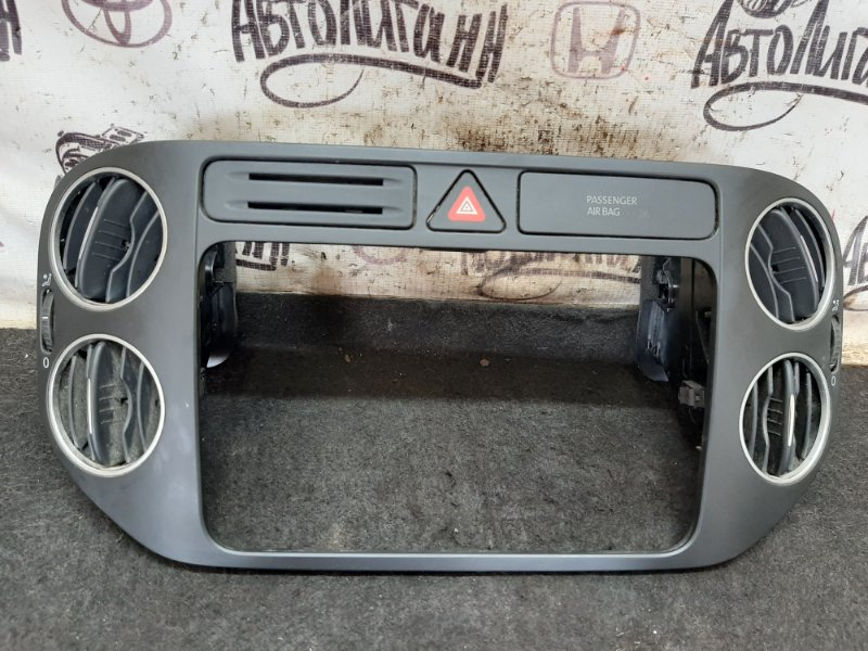 Рамка магнитолы Volkswagen Golf Plus CBZ 2013 (б/у)