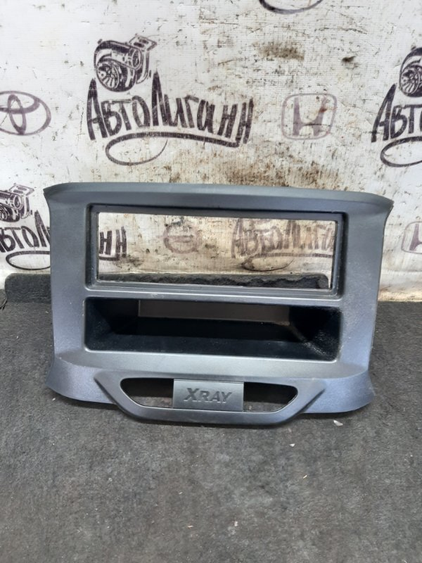 Рамка магнитолы Lada Xray 2019 (б/у)