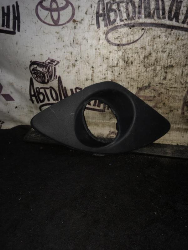 Накладка противотуманной фары Kia Ceed УНИВЕРСАЛ G4FC 2008 передняя правая (б/у)