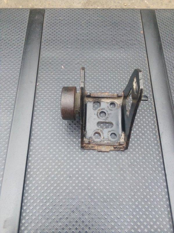 Кронштейн двигателя Toyota Corolla 150 1.6 2009 передний (б/у)