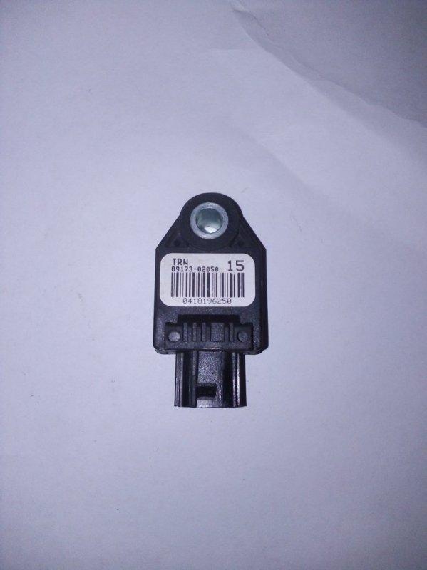 Датчик airbag Toyota Corolla 150 (б/у)