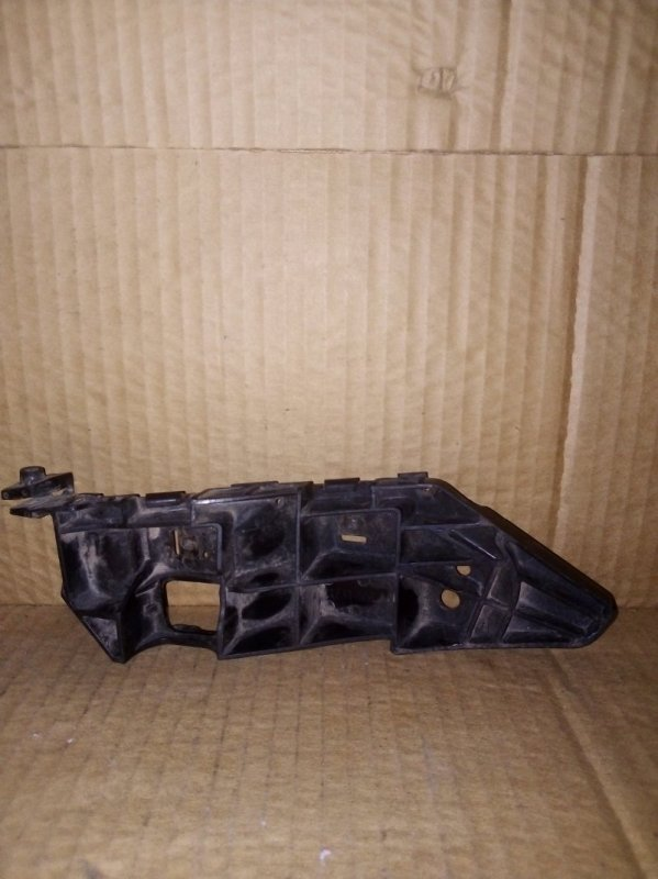 Кронштейн бампера Suzuki Sx 4 передний правый (б/у)