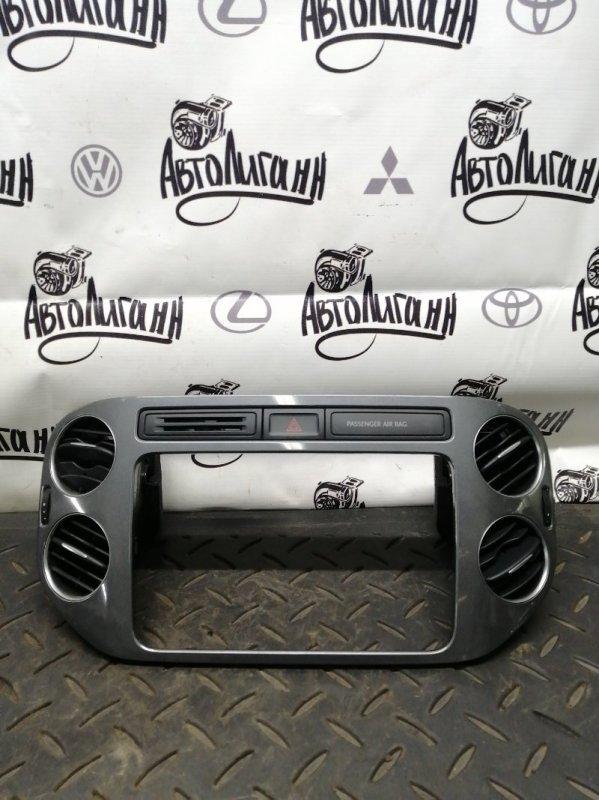 Рамка магнитолы Volkswagen Tiguan CTH 2012 (б/у)