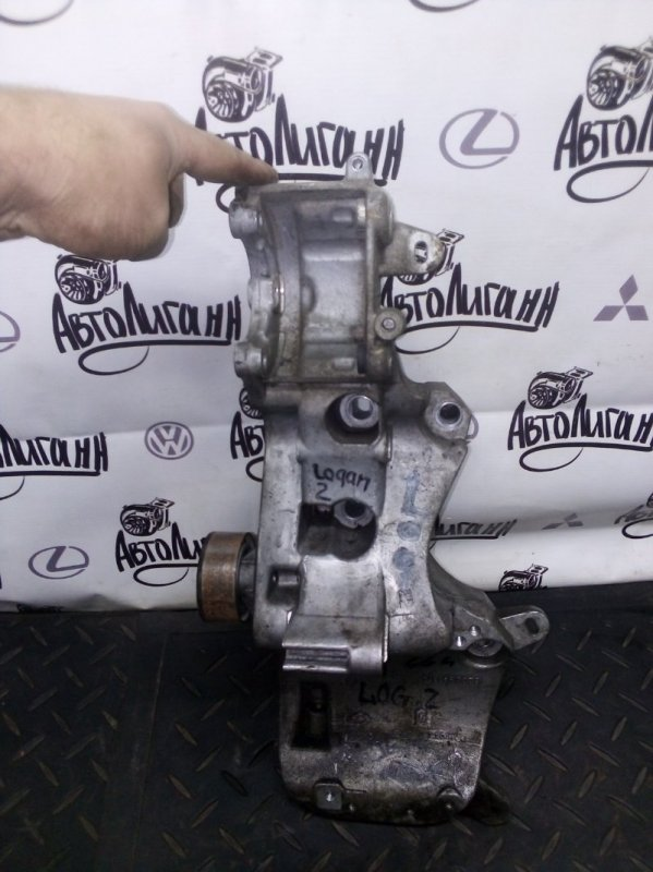 Кронштейн компрессора кондиционера Renault Logan 2 K7MA812 2015 (б/у)