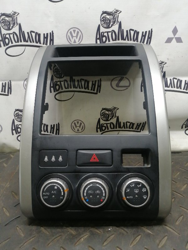 Рамка магнитолы Nissan X-Trail M9R 2013 (б/у)