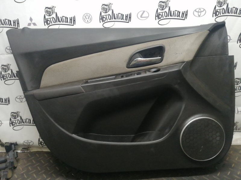 Обшивка двери Chevrolet Cruze ХЭТЧБЕК Z18XER 2012 передняя (б/у)