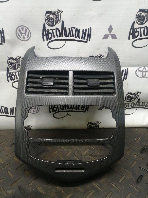 Рамка магнитолы Chevrolet Aveo T300 F16D4 2012 (б/у)