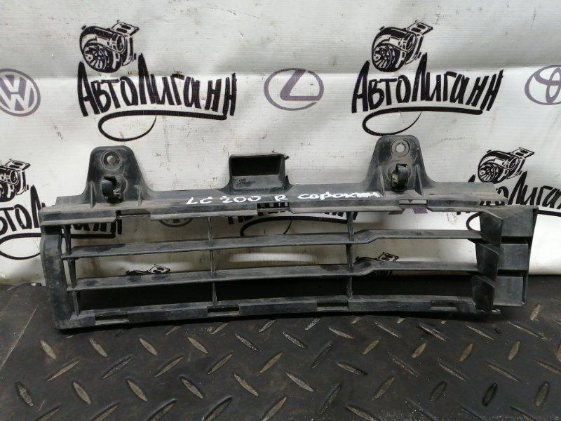 Решетка радиатора Toyota Land Cruiser 200 передняя правая (б/у)