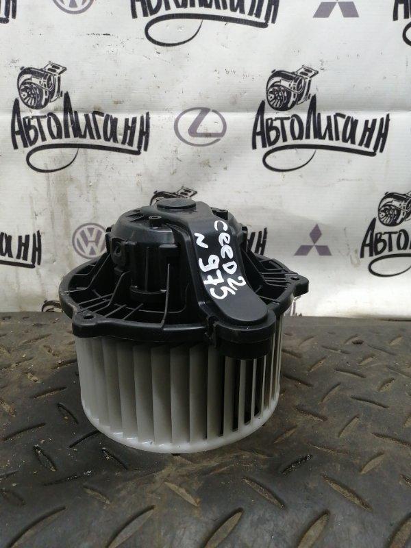 Моторчик печки Kia Ceed 2 G4FG 2017 (б/у)