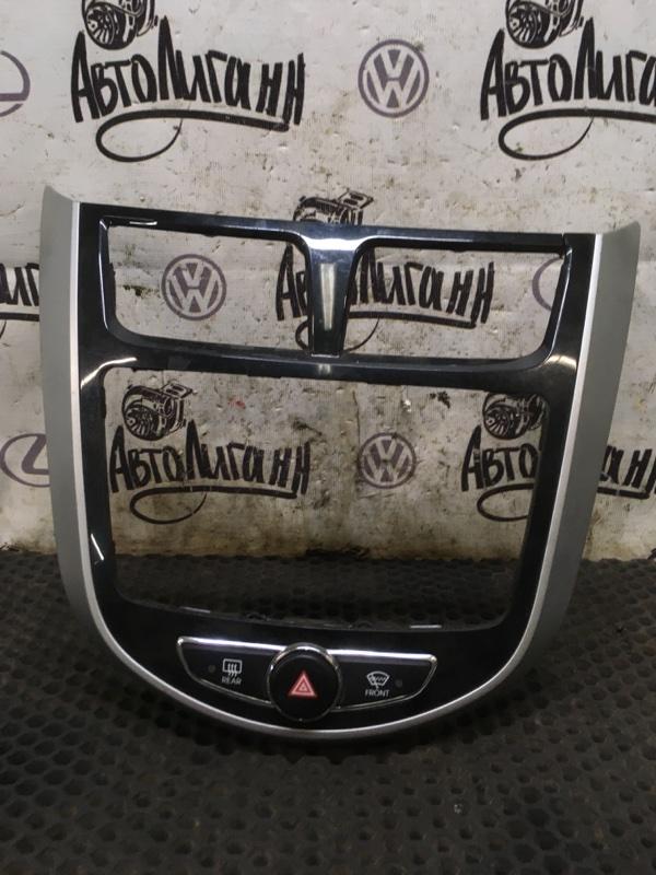 Рамка магнитолы Hyundai Solaris ХЭТЧБЕК G4FA 2011 (б/у)
