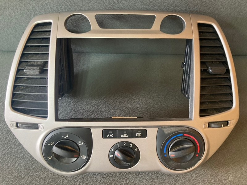 Рамка магнитолы Hyundai I20 G4FA 2010 (б/у)
