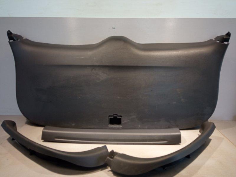 Обшивка крышки багажника Mitsubishi Outlander 3 4B11 2013 (б/у)