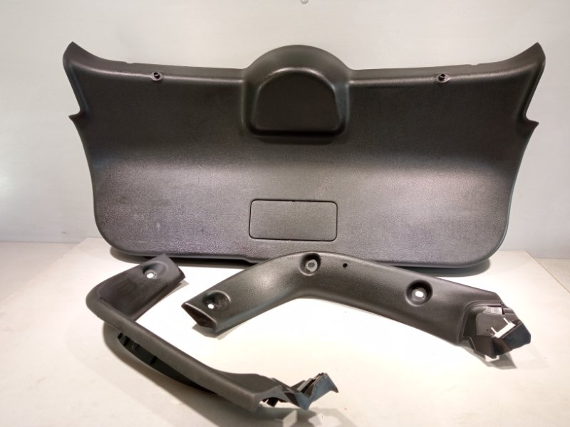 Обшивка крышки багажника Nissan Juke HR16 2011 (б/у)