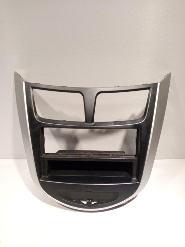 Рамка магнитолы Hyundai Solaris СЕДАН G4FC 2011 (б/у)