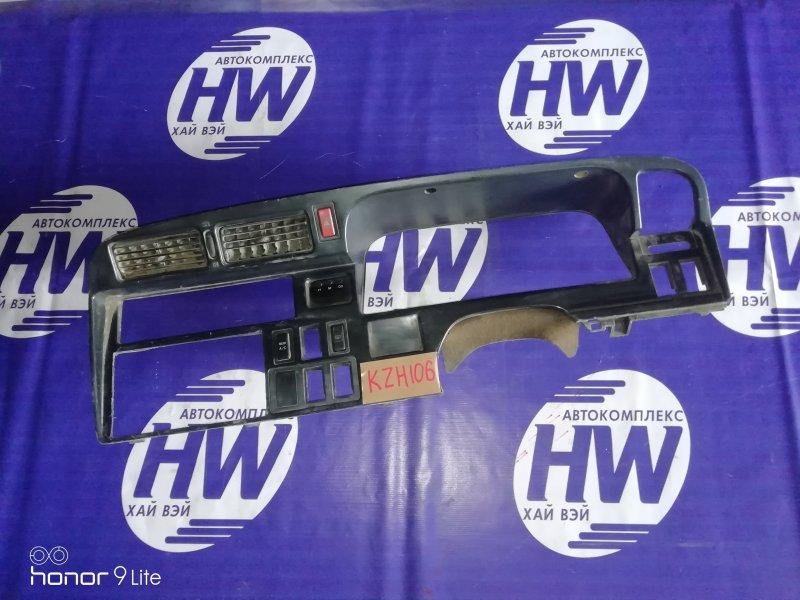 Консоли панели приборов Toyota Hiace KZH106 1KZ 1996 (б/у)