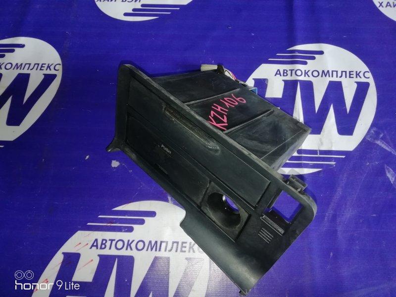 Консоль магнитофона Toyota Hiace KZH106 1KZ 1996 (б/у)