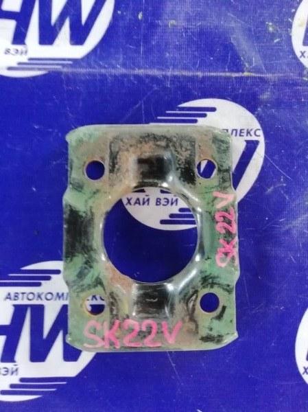 Крепление рессоры Nissan Vanette SK82 F8 2001 (б/у)