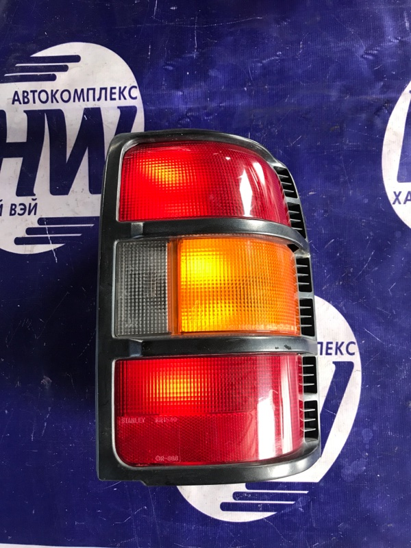 Стоп Mitsubishi Pajero V44 4D56 правый (б/у)