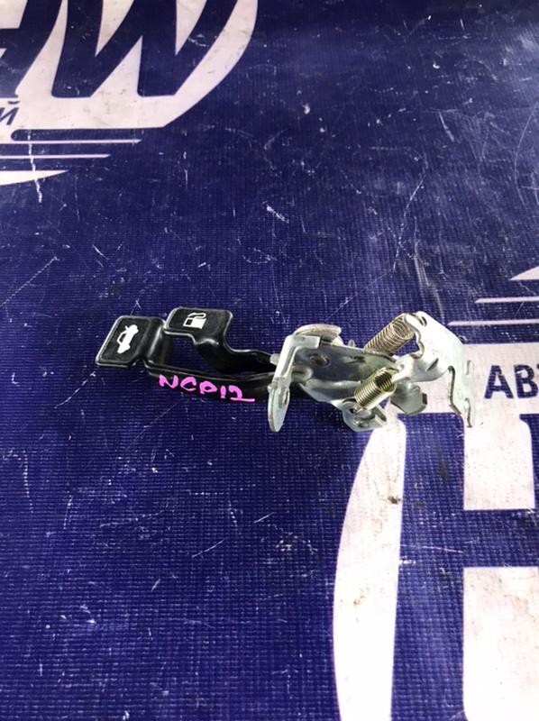 Ручка открытия багажника Toyota Platz NCP12 1NZ 2000 (б/у)