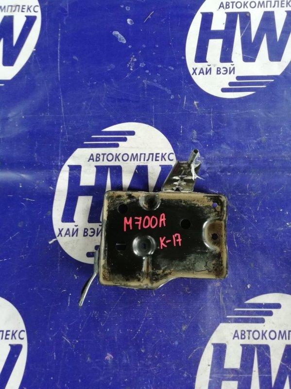 Подставка под аккумулятор Toyota Passo M700A 1KR 2017 (б/у)