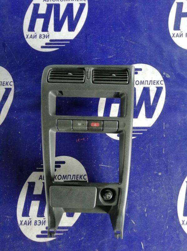 Консоль магнитофона Nissan Sunny FB13 GA15DS (б/у)