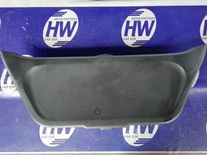 Обшивка двери багажника Honda Fit GD1 L13A 2001 (б/у)