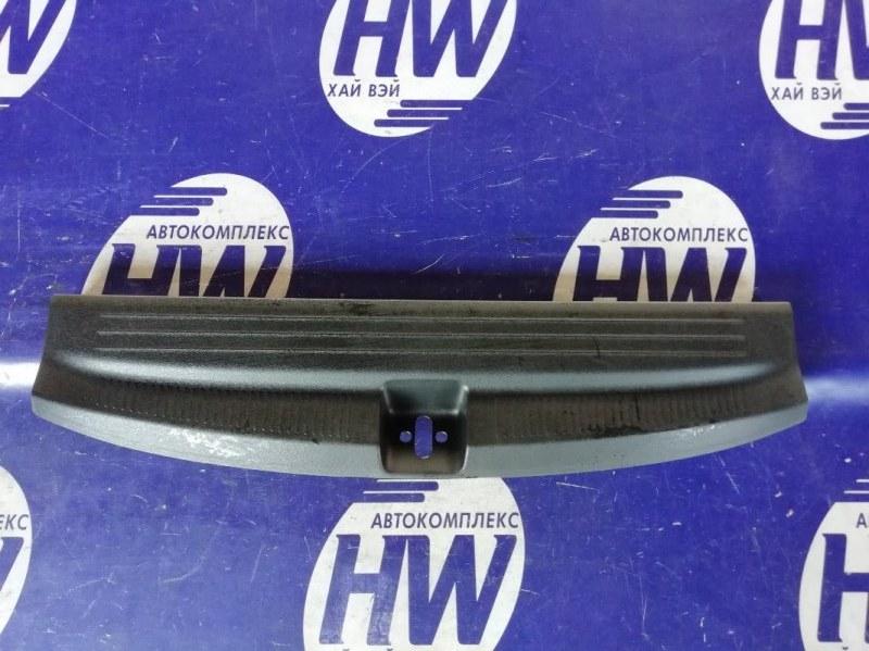 Накладка замка багажника Honda Freed Spike GB3 L15A 2011 (б/у)