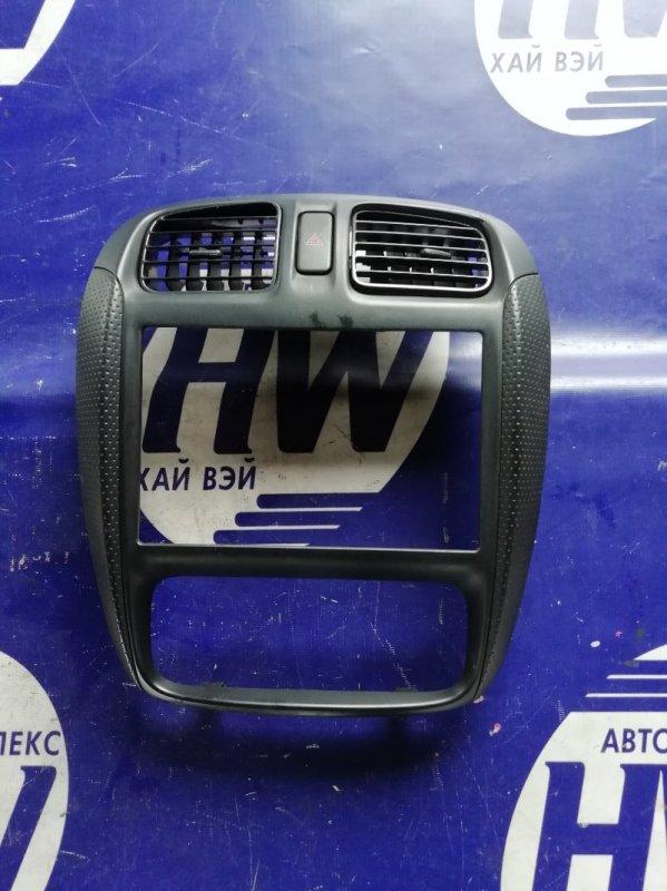 Консоль магнитофона Mazda Demio DW3W B3 2000 (б/у)
