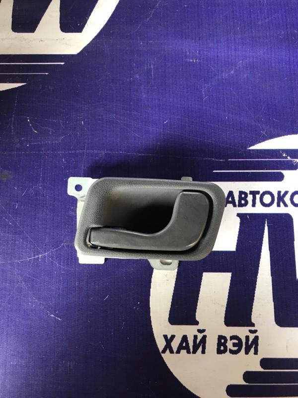 Ручка двери внутренняя Mitsubishi Chariot N43W 4G63 задняя левая (б/у)