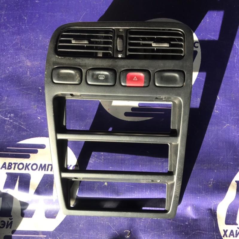 Консоль магнитофона Nissan Primera P10 SR18 (б/у)