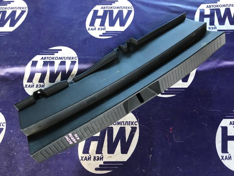 Накладка замка багажника Mazda Verisa DC5W ZY (б/у)
