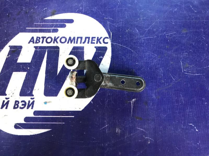 Ролик раздвижной двери Honda Mobilio Spike GK1 L15A правый (б/у)