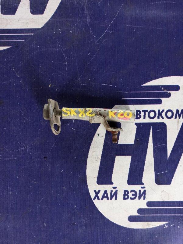 Болт крепления запаски Mazda Bongo SK82V F8 2004 (б/у)