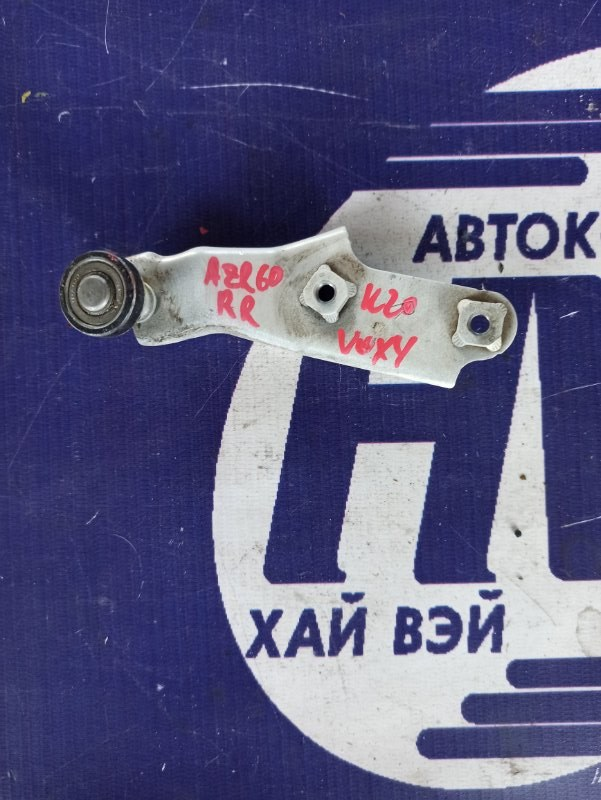Ролик раздвижной двери Toyota Voxy AZR60 1AZ правый (б/у)