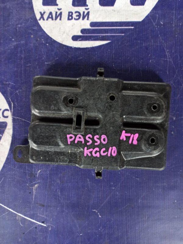 Подставка под аккумулятор Toyota Passo KGC10 1KR (б/у)