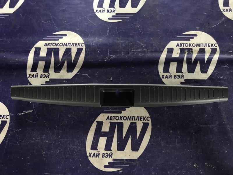 Накладка замка багажника Toyota Vitz SCP10 1SZ (б/у)