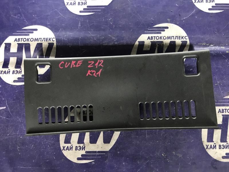 Накладка замка багажника Nissan Cube Z12 HR15 (б/у)