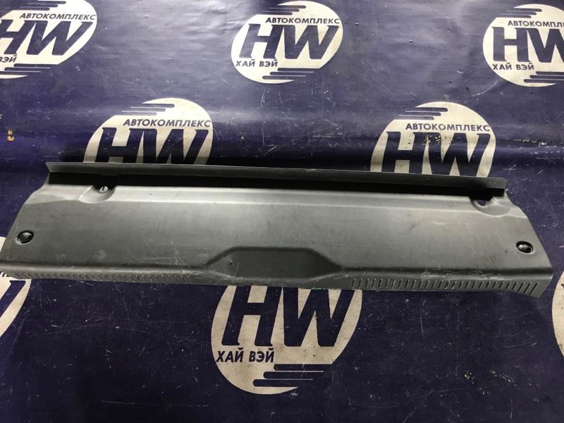 Накладка замка багажника Toyota Prius NHW10 1NZFXE (б/у)