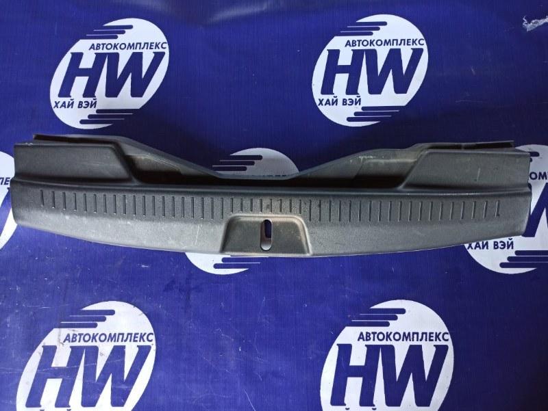 Накладка замка багажника Toyota Ractis NCP100 1NZ (б/у)