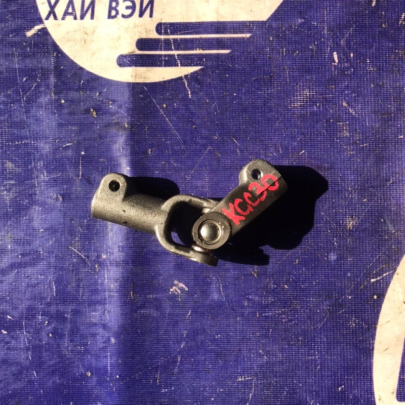 Рулевой карданчик Toyota Passo KGC30 1KR (б/у)
