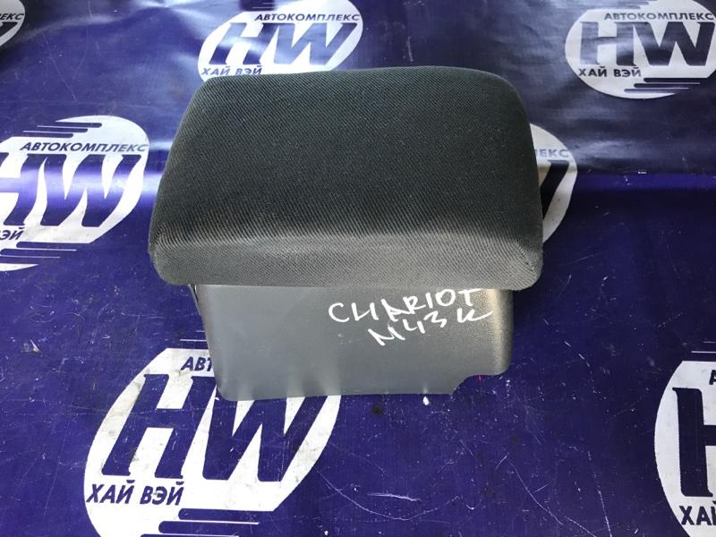 Бардачек между сиденьями Mitsubishi Chariot N43W 4G63T (б/у)